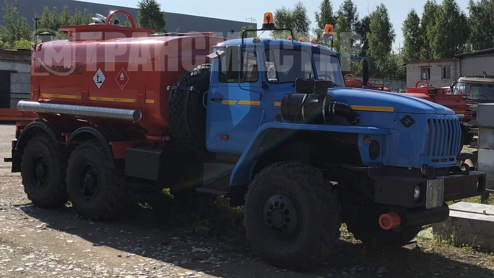 Автотопливозарпавщик АТЗ-10 на шасси УПАЛ 5557